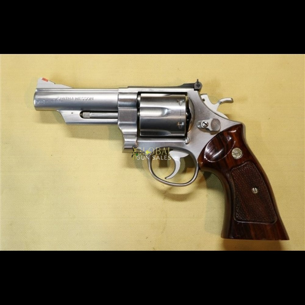 SMITH & WESSON MODEL 629 4 INCH BARREL