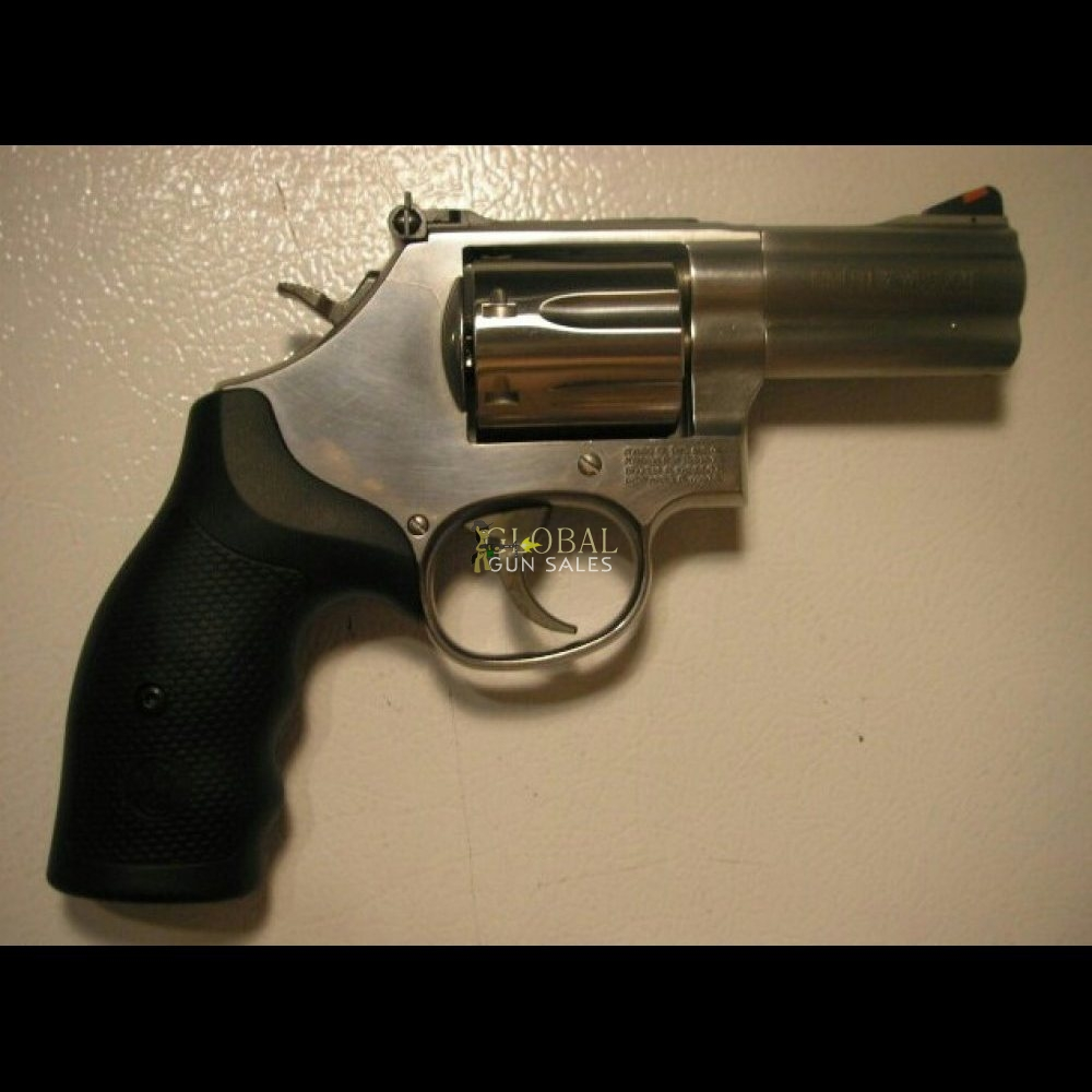 SMITH & WESSON M-686 PLUS 357 MAGNUM, 7 - SHOT REVOLVER. 3.0